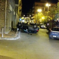 INCIDENTE AUTONOMO. AUTO CAPOVOLTA IN VIA CATANIA